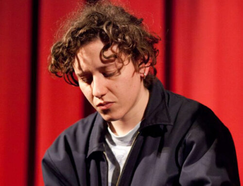 Violinist, music composer, music producer, Oscar nominated composer… Micachu(Mica Levi), she is all about music